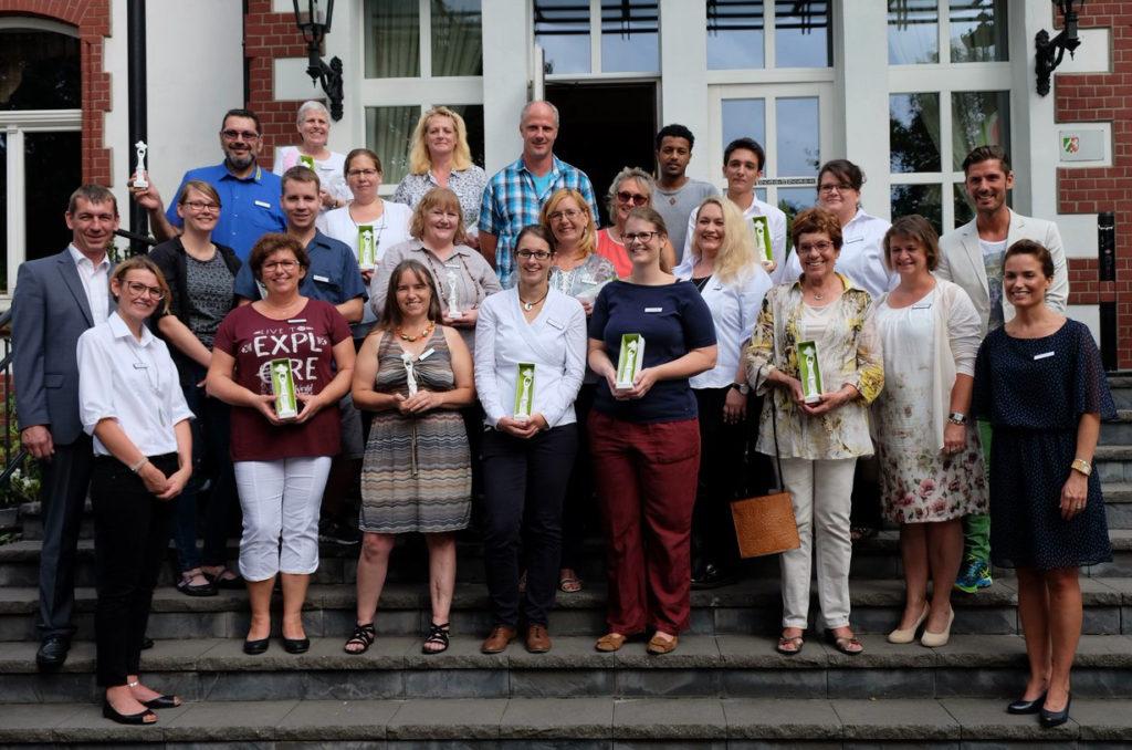 Großes Gruppenfoto mit Preisträgern